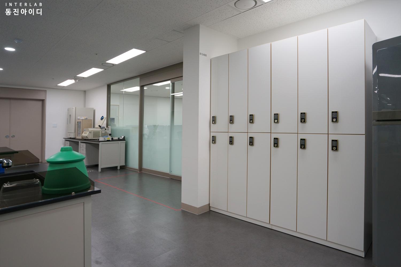 중앙실험실-락커장